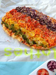Regenbogen Pizza #rainbow #pizza #veggie Pizza geht auch gesund. Mit ganz viel Gemüse und Quark-Öl-Teig