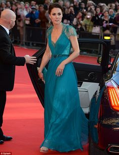 """""""Looking effortlessly stunning in a floor-length teal gown, Kate wore her dark hair in a chic up do and carried a clutch bag that matched her bright attire."""" #wkw"""