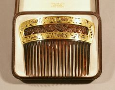 Tiffany & Co.  New York, New York, 1890-1910  Tortoiseshell, gold  H. 3 ½, W. 4 ½ in.    http://www.historicnewengland.org/collections-archives-exhibitions/online-exhibitions/JewelryHistory/images/1969_505_lg.gif