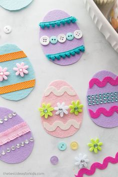 Adorable Easter Crafts for Kids and Grown-Ups Alike - - 48 Easter Crafts for Kids – Fun DIY Ideas for Kid-Friendly Easter Activities – Country Living Easy Easter Crafts, Bunny Crafts, Crafts For Kids To Make, Easter Crafts For Kids, Felt Crafts, Art For Kids, Kids Fun, Easter Ideas, Easy Crafts