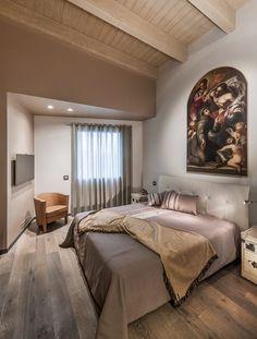 Sfoglia le immagini di Camera da letto in stile in stile Moderno di Attico mansardato. Lasciati ispirare dalle nostre immagini per trovare l'idea perfetta per la tua casa.