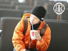 Taeyang @ Incheon airport (141206)