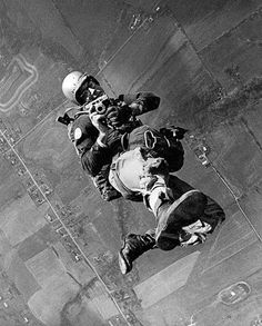 Paratroopin' photographer! Only problem is that I don't see his static line or his primary chute...egads, ride the reserve, stud!