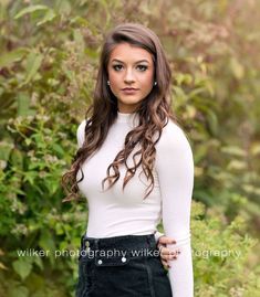 Here is Fall Senior Pictures Outfit Ideas Pictures for you. Senior Portrait Outfits, Fall Senior Portraits, Senior Photo Outfits, Senior Picture Props, Fall Senior Pictures, Photography Senior Pictures, Senior Photos Girls, Senior Girl Poses, Senior Portrait Photography