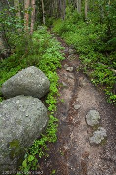 Boulder Trail photo by Erik Stensland