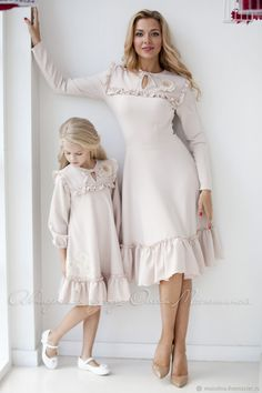 Mother Daughter Dresses Matching, Mother Daughter Fashion, Frock Design, Mom And Baby Outfits, Girl Outfits, Girl Fashion, Fashion Dresses, Modelos Fashion, Dresses Kids Girl