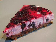 Tarta de yogur y moras. No dejes de probar esta espectacular tarta en la que la combinación de yogur y mora es una delicia. Te dan la receta desde el blog Me...Huele...A...¡Quemao!