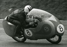 El británico Cecil Sandford ganó con la Mondial 250 el titulo mundial de esa categoría en 1957