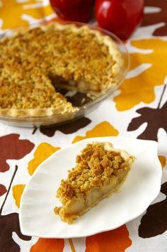 リンゴの季節到来。  今回紹介するのはダッチ・アップルパイです(ダッチは「オランダの」、「オランダ人の」の意味)。日本の方がイメージするアップルパ...