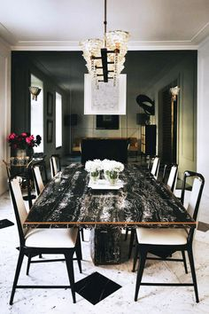 LONDON LUXE in Black & White