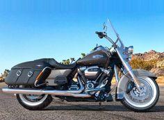 OLIVE GOLD / BLACK TEMPEST / 2018 - Traveling - Harley-Davidson® FLHRC Street King® Classic 2018 / MODELS / Bikes / Website / - House-of-Flames Harley-Davidson #harleydavidsonroadkingspecial #harleydavidsonroadkingpolice #harleydavidsonroadkingapehangers #harleydavidsonroadkingwatches #harleydavidsonroadkingbagger #harleydavidsonroadkingart Road King Classic, Harley Davidson, Jet Skies, King Art, Bobber, Touring, Black Gold, Bike, Models