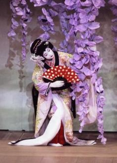 Torn between putting this on my Nippon board or here in theatre... But Kabuki is theatre <3