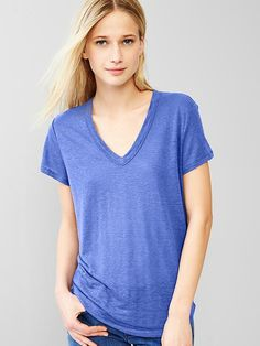 V-neck linen tee Product Image