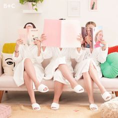 The How To: Try This DIY Spa Party For Your Best Gals Girls' Night In, anyone? 😌💕 Host an epic (and totally relaxing) spa party [. Spa Day Party, Girl Spa Party, Spa Birthday Parties, Pamper Party, Sleepover Party, Beauty Spa, Diy Beauty, Natural Beauty, Beauty Hacks