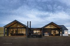 Keane Building - Quality home builders in Canterbury NZ. Offering house plans, custom home design and builds. U Shaped Houses, Modern Barn House, Barn House Plans, Rural House, Modern Farmhouse Exterior, Shed Homes, Facade House, Home Fashion, Future House