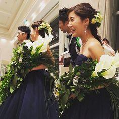 お色直しのカラードレスはネイビー✨ どシンプルなドレスだから、ブーケはボリュームたっぷりで大満足 つーちゃんありがとう。 #wedding #花衛 #hanae #茅ヶ崎 #bouquet #ブーケ #結婚式 #カラードレス #ネイビードレス #写真をみて思い出に浸る #現実逃避