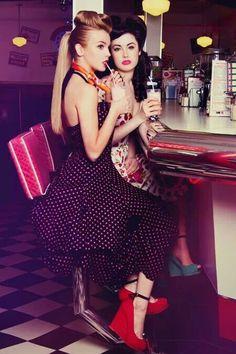 Victory rolls pin up rockabilly soda bar (red hairstyles victory rolls) Pin Up Vintage, Retro Pin Up, Style Retro, Retro Chic, Vintage Girls, Vintage Diner, Vintage Style, Rockabilly Style, Rockabilly Fashion