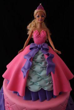 Make a Cake with Barbie… Bolo Barbie, Barbie Cake, Barbie Doll, Dolls, Barbie Birthday, Barbie Party, Birthday Cake, Fondant Cakes, Cupcake Cakes