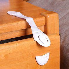 Znalezione obrazy dla zapytania zabezpieczenie rogów szafek przed dziecmi diy