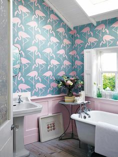 Bathroom Wallpaper - Home Interior Design Ideas Flamingo Bathroom, Tropical Bathroom, Bathroom Red, Modern Bathroom, Mermaid Bathroom, Bathrooms, Quirky Wallpaper, Flamingo Wallpaper, Pink Wallpaper