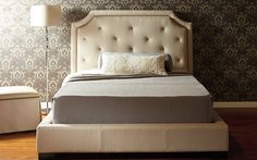 Queen bed Beatrice - Traditional Style - Jaymar Collection.  Button-tufted bed