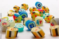 Jordi Serrano posted a picture of some delicious looking candies on Flickr.  The candies are branded for Twitter, Facebook, Google, YouTube and other major internet properties. I forgot what these can