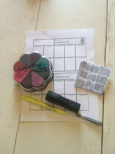 With this homemade fingerprint kit, amateur sleuths and aspiring crime scene investigators can add fingerprint detection to their list of amateur investigation skills!