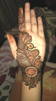 Check out the 60 simple and easy mehndi designs which will work for all occasions. These latest mehandi designs include the simple mehandi design as well as jewellery mehndi design. Getting an easy mehendi design works nicely for beginners. Henna Hand Designs, Dulhan Mehndi Designs, Mehandi Designs, Mehendi, Mehndi Designs Finger, Peacock Mehndi Designs, Simple Arabic Mehndi Designs, Mehndi Designs Book, Mehndi Designs For Beginners