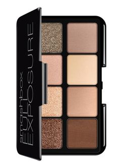 Travel lightly with this mini eyeshadow palette from Smashbox! The 8 neutral hues are perfect for everyday wear.
