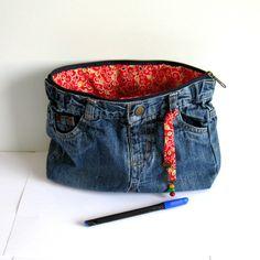 Trousse multi poches jean's bleu recyclé et coton ethnique rouge, jaune moutarde, vert : Trousses par melkikou-upcycling