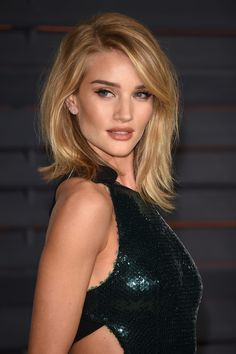 Rosie Huntington-Whiteley: Rosie was a goddess at the Vanity Fair Oscars afterparty. Her makeup palette was a mix of tawny tones, and her lob was coiffed into a voluminous blowout.