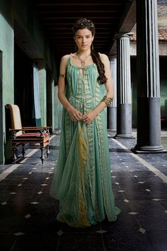 ( Hanna Mangan Lawrence as Zemsta ) Historical Costume, Historical Clothing, Spartacus Women, Conquest Of Mythodea, Roman Dress, Greek Dress, Roman Fashion, Ancient Beauty, Movie Costumes