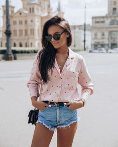 50 Easy to Recreate Cute Summer Outfits for Modern Women Cute Rainy Day Outfits, Stylish Summer Outfits, Jeans Outfit Summer, Spring Outfits, Casual Outfits, Denim Shirt Dress, Denim Shorts, Layering Outfits, Street Style Summer