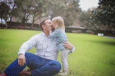 Daddy daughter, daddy daughter kisses, daddy daughter photoshoot, family photo shoot, leia drew photography,