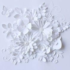 3D paper flower art  by Kyoko Maeda (@maeda_paperflowers) on Instagram ... all white ... delightful texture ... White Paper Flowers, Paper Flower Art, Paper Flowers Wedding, Flower Crafts, Fabric Flowers, Pom Pom Flowers, Big Flowers, Paper Wedding Decorations, Diy Photo Backdrop