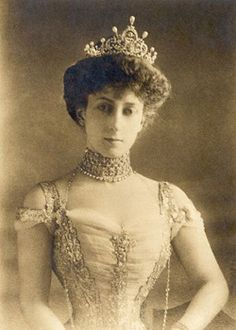 Dronning Maud  Formal portrait of the Princess of Denmark, later Queen Maud of Norway, consort ot King Haakon VII.