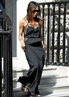 Victoria Beckham shows off her VERY perky assets as she goes braless The former Spice Girls star still oozed chic sophistication by opting for all-black yet upped the sex appeal with the sheer sides and thin material Victoria Beckham Outfits, Style Victoria Beckham, Victoria Beckham Fashion, Victoria Style, Beauty And Fashion, Fashion Looks, Fashion Mode, Fashion Outfits, Style Fashion