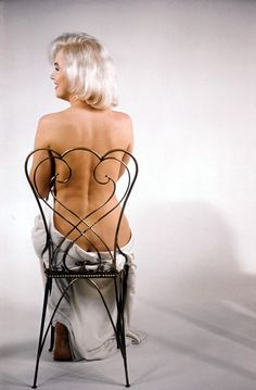 Marilyn Monroe Photographed by Eve Arnold. monroe, back, arnold, hollywood glam. Fotos Marilyn Monroe, Viejo Hollywood, Hollywood Hills, Hollywood Glamour, Hollywood Actresses, Actrices Hollywood, Norma Jeane, Magnum Photos, Misfits