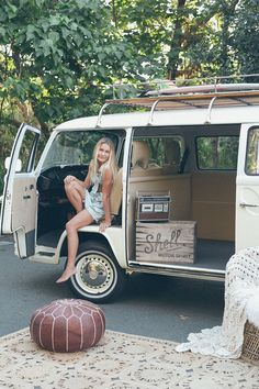 Surf Lifestyle Teen Portraits with Buttercup the Vintage Kombi & Chesterton Smith Photography Sunshine Coast Vw Camper Bus, Vw Bus T2, Campers, Volkswagen Minibus, Vw T1, Volkswagen Golf, Volvo Wagon, Bus Girl, Combi Vw