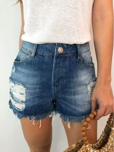 Estilo Shorts Jeans, Denim Shorts Style, Jean Shorts, Shorts Boyfriend, Bermudas Fashion, Short Jeans, Pasta, Stone, Outfits