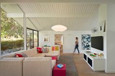 Yes to everything abt this house Houzz Tour: An Eichler's Interior Gets a Major Overhaul