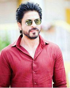 Shahrukh Khan, the super-star of the Bollywood continues to lord over the box-office after being pitched against 3 generation of superstars Shahrukh Khan And Kajol, Shah Rukh Khan Movies, Salman Khan, Indian Celebrities, Bollywood Celebrities, Anushka Sharma, Priyanka Chopra, Mumbai, Indiana