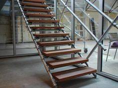 BLOK Industrial stairs made from massive Merbau and scaffolding pipes / BLOK industriele trap gemaakt van massief Merbau en steigers