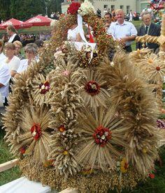 Deities, Nativity, Christmas Wreaths, Traditional, Holiday Decor, Festivals, Asia, Holidays, Home Decor
