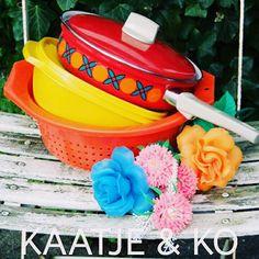 #Vintage hapjespan, #Tupperware trommel en oranje vergiet. Check www.kaatje-en-ko.com
