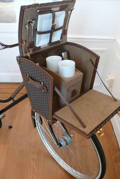 Bicycle tea trunk instead of a bicycle basket