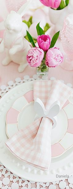 Tips to set a colorful Easter table from entertaining stylist, Courtney Whitmore, with details on reusing pieces from your own home to style a gorgeous Easter brunch! Babyshower, Easter Table Decorations, Easter Decor, Adult Birthday Party, Birthday Background, Easter Colors, Easter Eggs, Easter Brunch, Pink Gingham