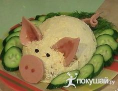 """Salad """"Happy Pig"""" – a delicious and beautiful salad, decorate any festive table. Salad """"Happy Pig"""" – a delicious and beautiful salad, decorate any festive table. Healthy Kids Party Food, Best Party Food, Finger Food Appetizers, Healthy Appetizers, Party Appetizers, Food Garnishes, Food Decoration, Food Platters, Food Humor"""