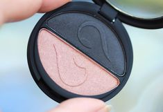 INIKA cruelty free Eyeshadow Duo in Black Sand from SkinStore Neutral Eye Makeup, Bright Eye Makeup, Subtle Makeup, Smokey Eye Makeup, Plumping Lipstick, Lip Plumper, Makeup Brands, Best Makeup Products, Free Products