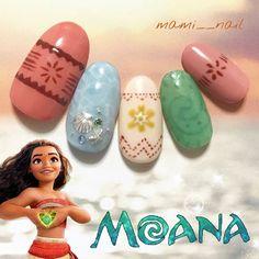 .+* モアナ ネイル 。:+ ・ ୨୧⑅︎°*.* ・ 「 モアナと伝説の海 」 . 冒頭の幼いモアナが海に選ばれたシーンで 一気に心を奪われ、自然に涙が… . リアルで美しい映像と数々の素晴らしい音楽、 最初から最後までハラハラドキドキのストーリー。 とっても素敵な映画でした‧⁺✧︎* . モアナ役の屋比久知奈さんの 表情豊かで伸びやかな歌声は鳥肌もの!! . これからご覧になる方は ぜひエンドロールが終わるまで観て欲しいです♬︎* . . 今回はモアナのお洋服と青い海、 そして物語の重要な役割を果たすテ・フィティの心を ネイルアートに詰め込みました✩︎ . . ちなみに、同時上映されている 短編映画「 インナー・ワーキング 」 . 最近、忙しさを理由に 時間が無いとか出来ないと思うことが多かったけれど、 それではダメ、時間は自分で作るもの、 今を大切に生きることを 改めて感じさせてくれたストーリーで、 短時間なのにとても心に響き いろいろ考えさせられました。 . やっぱりディズニー映画って凄いなぁ‧⁺✧︎* . . ディズニーの遊び心を見逃してしまったので…